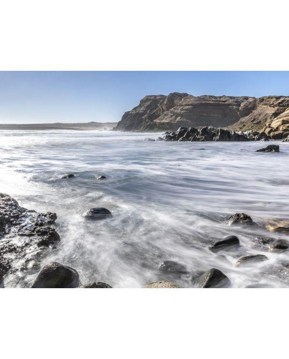 Lais Puzzle - Das weiße Wasser des Chorrillos Beach kracht mit den Felsen der Küste während einer Langzeitbelichtung in Chile, wobei der Sand der Atacama-Wüste auf dem Wasser des Pazifischen Ozeans endet, vielleicht die besten Stränden in Chile - 100...