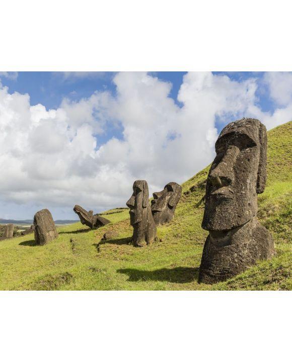 Lais Puzzle - Moai-Skulpturen in verschiedenen Fertigstellungsstadien bei Rano Raraku, dem Steinbruch für alle Moai auf der Osterinsel, Rapa Nui-Nationalpark, Osterinsel (Isla de Pascua), Chile - 100, 200, 500, 1.000 & 2.000 Teile
