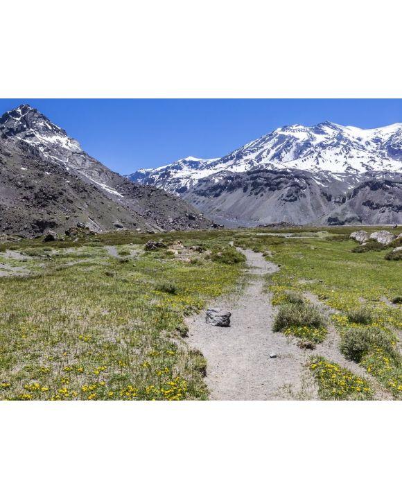 Lais Puzzle - Die vom Vulkan San Jose dominierten Anden-Täler in Cajon del Maipo, Santiago de Chile, bieten einen atemberaubenden Blick über Berge und Gletscher und sind ein perfekter Ort zum Wandern und für Abenteuer an einem abgelegenen Ort - 100...