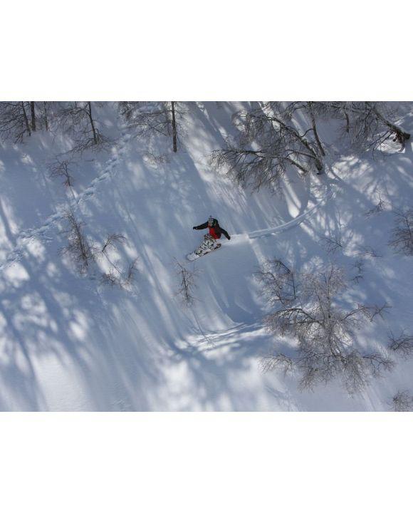 Lais Puzzle - Snowboarder fährt im Skigebiet in Nevados De Chilean, Chile in den Anden, durch das schneebedeckte Gebirgsgelände - 100, 200, 500, 1.000 & 2.000 Teile