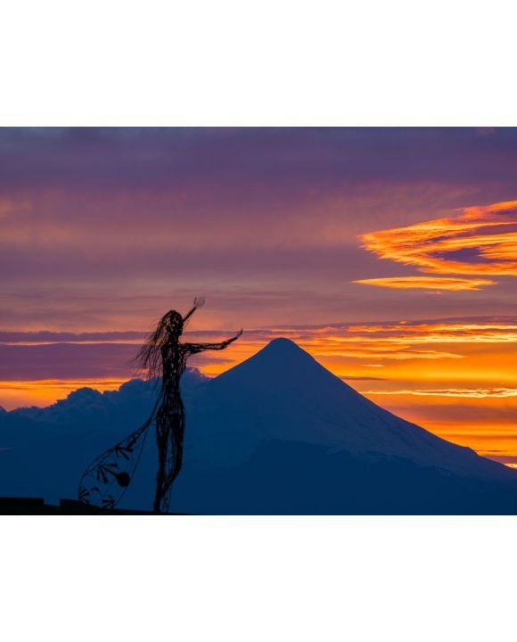 Lais Puzzle - Zoomaufnahme der schönen Sonnenaufgangsfarben am Ufer des Llanquihue-Sees mit dem unverwechselbaren Vulkan Osorno im Hintergrund - 100, 200, 500, 1.000 & 2.000 Teile