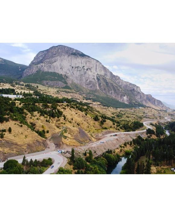 Lais Puzzle - Luftaufnahme des Cerro Mackay-Berges und des Rio Simpson-Flusses nahe Coyhaique, Aysen, Patagonien, Chile. - 100, 200, 500, 1.000 & 2.000 Teile