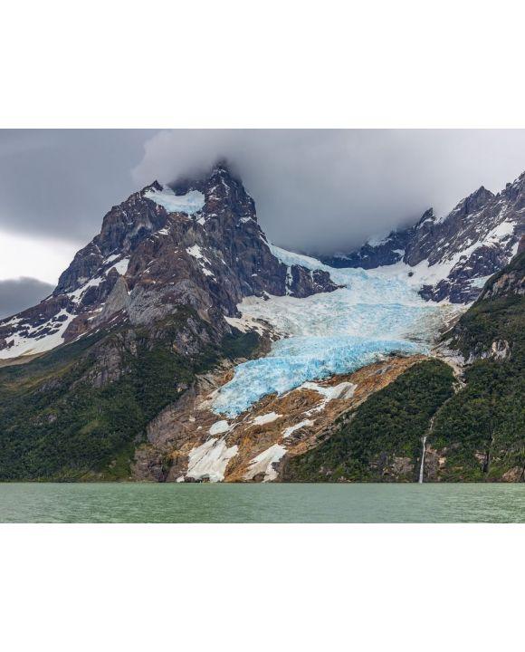 Lais Puzzle - Der Balmaceda-Gipfel und der Gletscher am Last Hope Sound oder Fjord im Bernardo O'Higgins-Nationalpark in der Nähe von Puerto Natales und Torres del Paine-Nationalpark, Patagonien, Chile - 100, 200, 500, 1.000 & 2.000 Teile