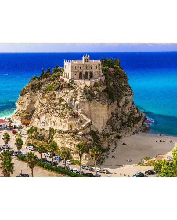 Lais Puzzle - Kalabrien, Tropea - Blick auf die Kirche Santa Maria del'isola und den tollen Strand. Italien - 100, 200, 500, 1.000 & 2.000 Teile