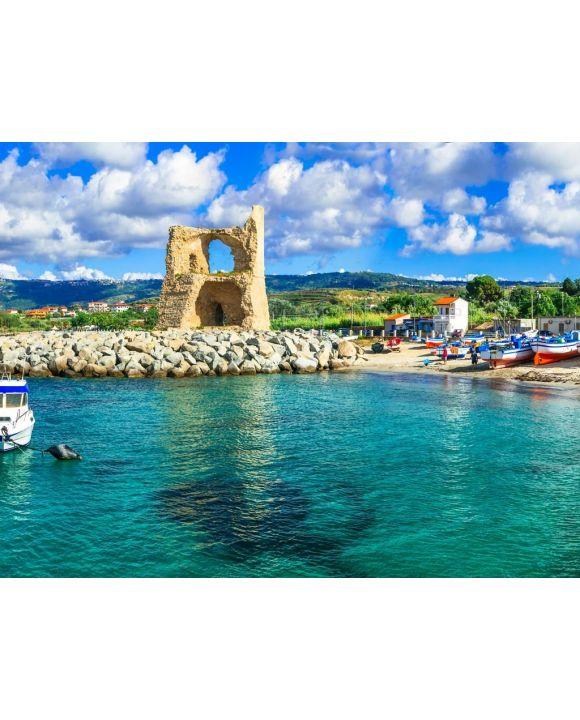 Lais Puzzle - Traditionelles Fischerdorf Briatico in Kalabrien mit türkisfarbenem Meer und altem sarazenischen Turm. Italien - 100, 200, 500, 1.000 & 2.000 Teile