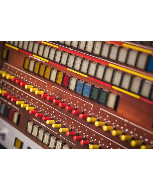 Lais Puzzle - Selektiver Fokus, Industriepanel mit vielen Drucktasten und Kippschaltern - 100, 200, 500 & 1.000 Teile