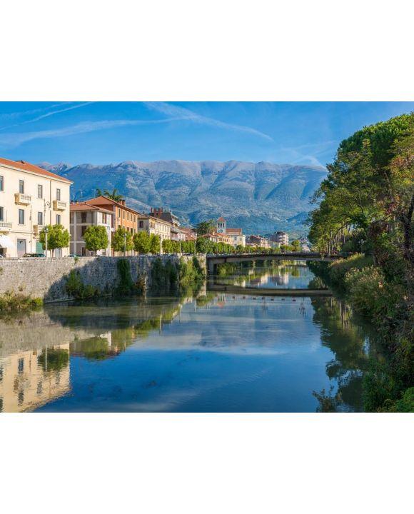 Lais Puzzle - Die Stadt Sora an einem sonnigen Morgen. Provinz Frosinone, Latium, Italien. - 100, 200, 500, 1.000 & 2.000 Teile