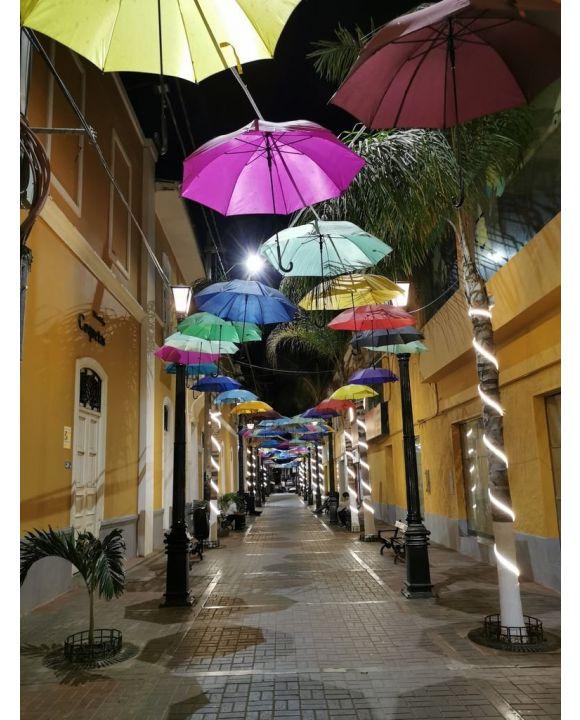 Lais Puzzle - Regenschirme in der Stadt Piura, Peru - 500 & 1.000 Teile