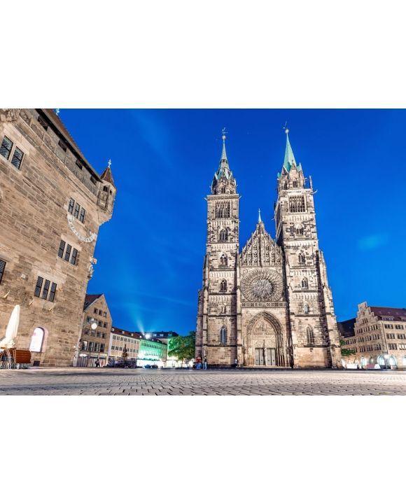 Lais Puzzle - Klassische Nachtansicht in Nürnberg auf das beleuchtete Gebäude der Lorenzkirche St. Lorenz - 500 & 1.000 Teile