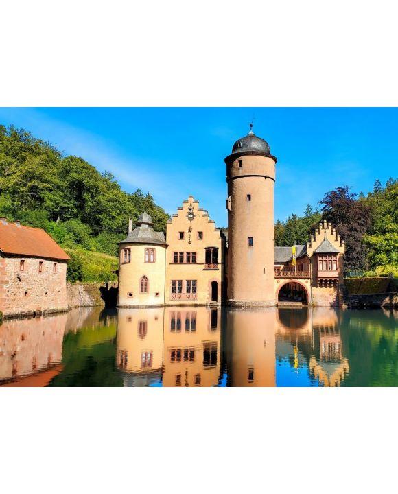 Lais Puzzle - Mittelalterliches Schloss Mespelbrunn in Bayern, Deutschland mit Spättagsreflexionen im Burggraben - 500 & 1.000 Teile