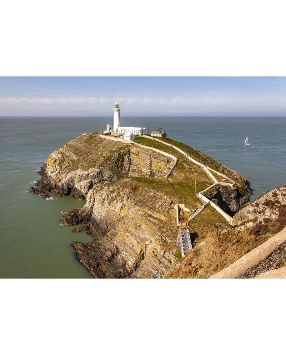 Lais Puzzle - Der South Stack-Leuchtturm wurde auf dem Gipfel einer kleinen Insel vor der Nordwestküste von Holy Island, Anglesey, Wales, errichtet. - 500 & 1.000 Teile