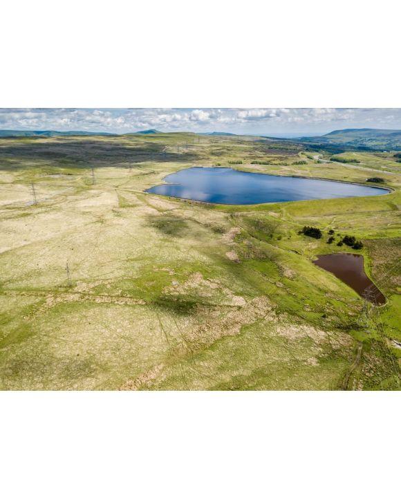 Lais Puzzle - Luftaufnahme der Carno- und Garnlydan-Stauseen in der Nähe der Stadt Ebbw Vale in den Tälern von Südwales - 500 & 1.000 Teile