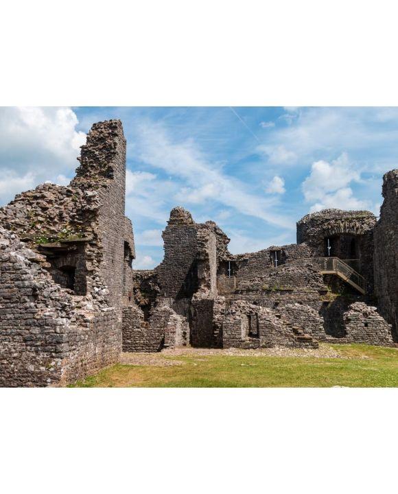 Lais Puzzle - Innerhalb des Hofes und der Mauern einer mittelalterlichen Burgruine (Burg Carreg Cennen) - 500 & 1.000 Teile