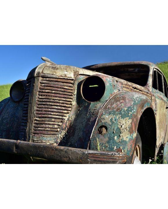 Lais Puzzle - Altes verrostetes Auto mit rostigem Lack ohne Fenster vor blauem Himmel - 500 & 1.000 Teile