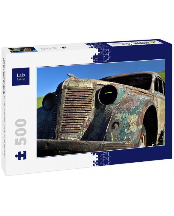 Lais Puzzle - Altes verrostetes Auto mit rostigem Lack ohne Fenster vor blauem Himmel - 500 Teile