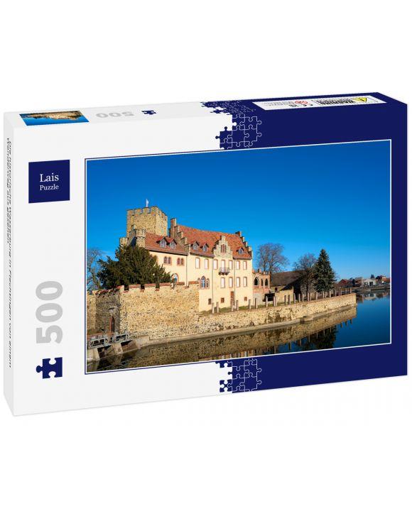 Lais Puzzle - Die historische Wasserburg in Flechtingen von einem Wanderweg aus gesehen - 500 Teile