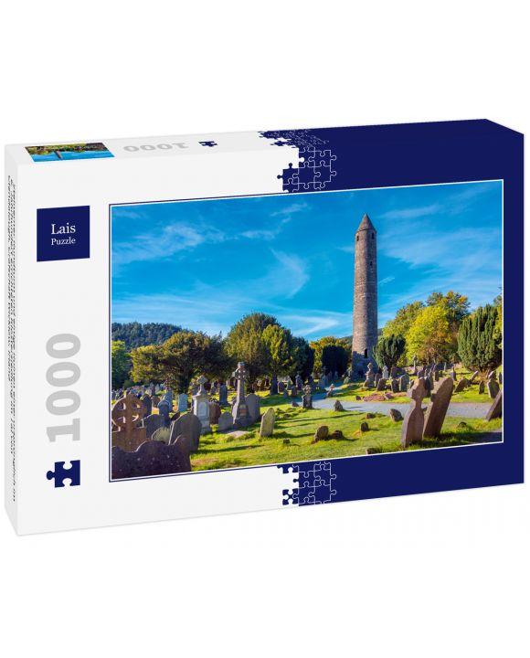 Lais Puzzle - Steinerner Rundturm und einige Ruinen einer ursprünglich im 6. Jahrhundert errichteten Klostersiedlung im Tal von Glendalough, Grafschaft Wicklow, Irland - 1.000 Teile