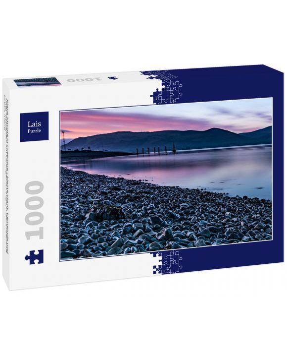 Lais Puzzle - Blaue Stunde in Greenore - kleine Stadt, Gemeinde und Tiefwasserhafen am Carlingford Lough in der Grafschaft Louth, Irland - 1.000 Teile